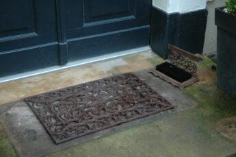 Ketaus-durų-kilimėlis-L